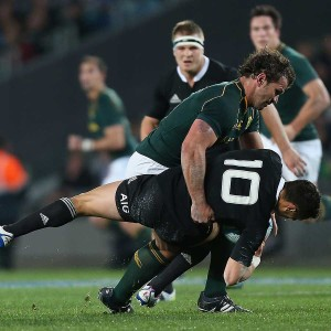 Bismark du Plessis tackles Dan Carter