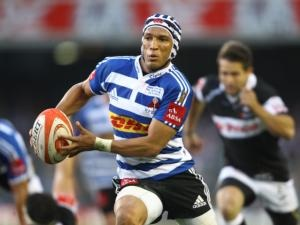 Gio Aplon in action for the DHL Stormers