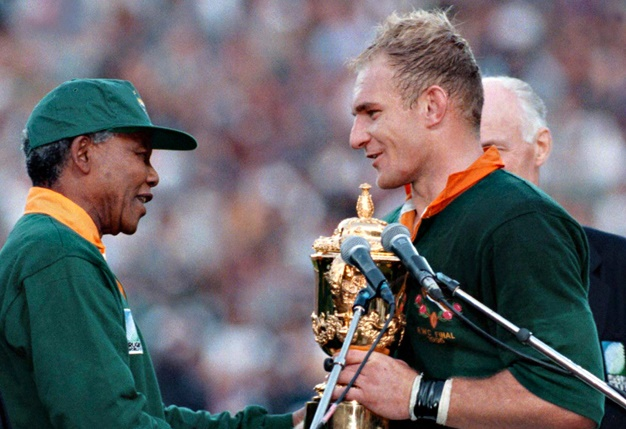 Nelson Mandela & Francois Pienaar in 1995 with the World Cup trophy.