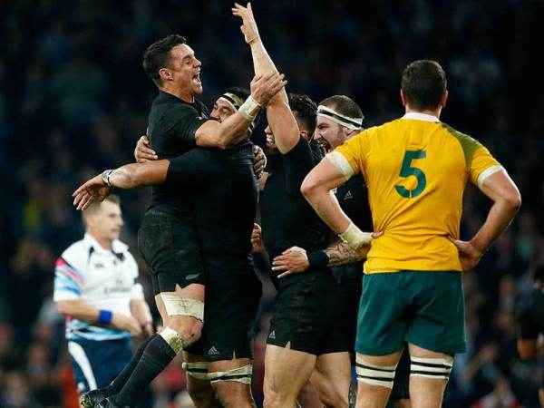 All Blacks celebrate the RWC 2015 win
